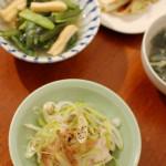 蒸し鶏の葱ザーサイのせ、焼き白菜。