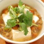 塩豚と玉ねぎの大葉炒め、なめこ豆腐。