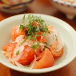 トマトと大葉のサラダ、なめこ納豆。