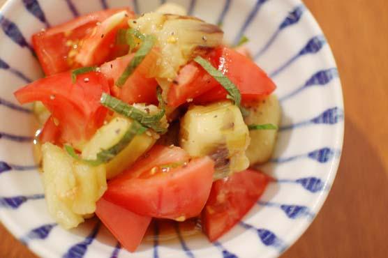 焼き茄子とトマトのサラダ