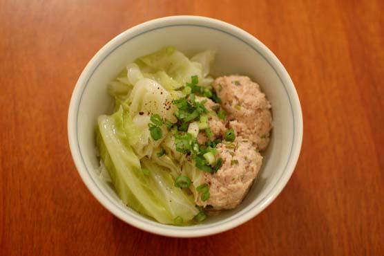 鶏団子とキャベツの煮物