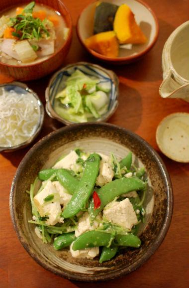 豆苗、スナップエンドウ、豆腐の炒め物献立