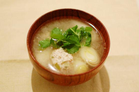 肉団子と白葱の味噌汁