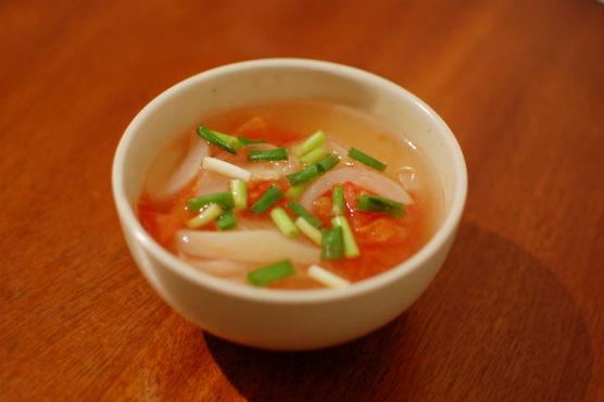 トマトと玉ねぎのスープ