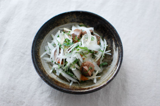 砂肝と玉ねぎのサラダ