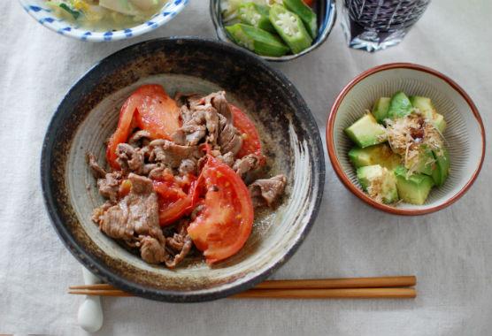 牛肉とトマトのしょうゆ炒め献立