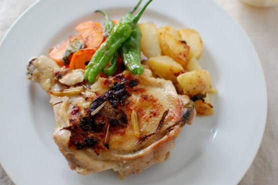 骨つき鶏もも肉と野菜のハーブソテー