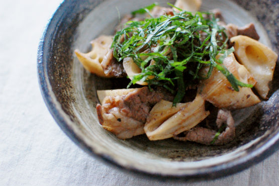牛肉とれんこんのしょうゆ炒め