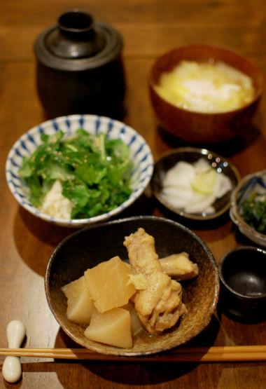 手羽元と大根のしょうが煮、白菜と落とし卵の味噌汁献立