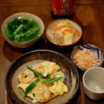 紹興酒で晩酌 海老と卵の炒めもの、大根とにんじんのなます。