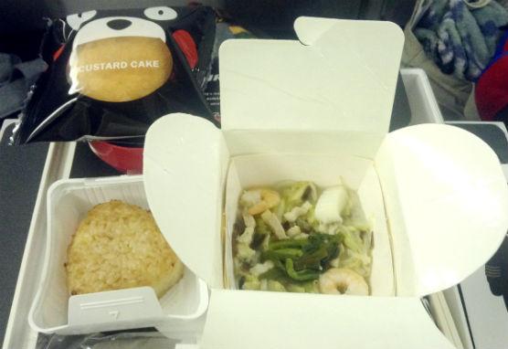 JALプレミアムエコノミーくまもんコラボ機内食