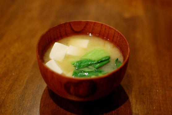 青梗菜と豆腐の味噌汁
