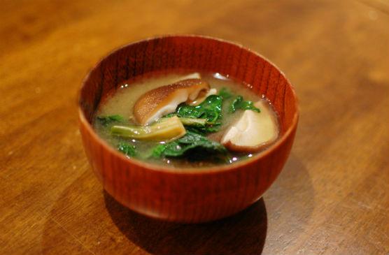 ちぢみほうれん草と椎茸の味噌汁