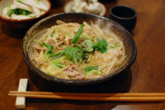 豚とごぼうの柳川煮で晩酌