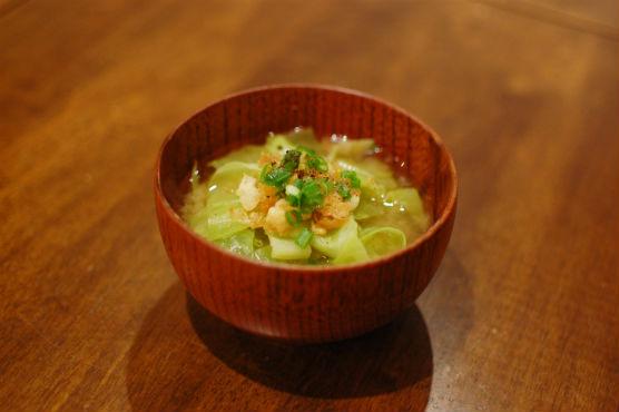 キャベツと揚げ玉の味噌汁
