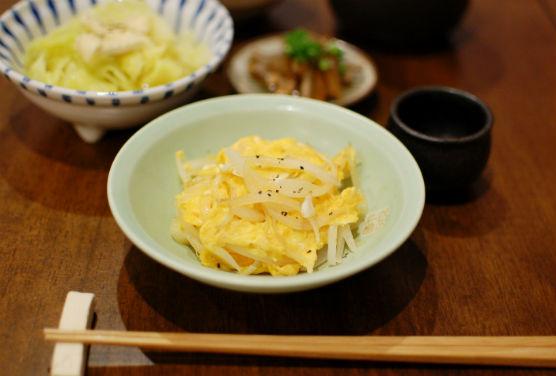 卵と玉ねぎの炒めもの献立