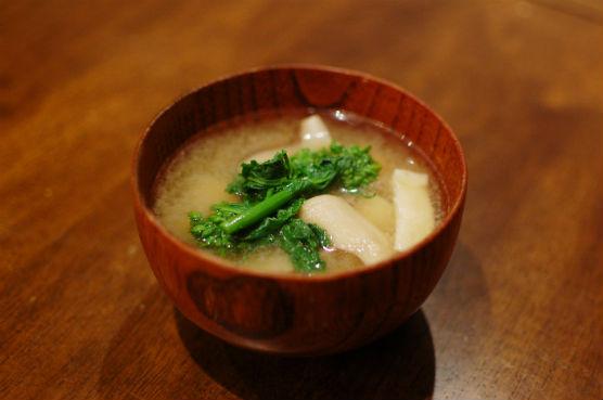 菜の花ときのこの味噌汁