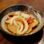 トマト黒酢酢豚、三つ葉ときのこのおひたし献立。