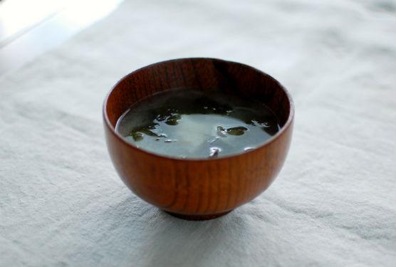 わかめと新玉ねぎの味噌汁