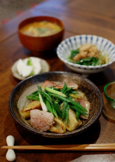 塩豚とレンコンの蒸し焼き、水菜のおひたしで晩酌。