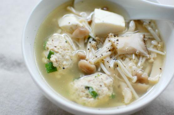 きのこと鶏団子のスープ