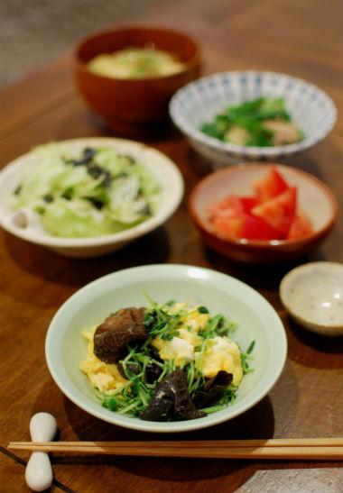きくらげと豆苗の卵炒め、レタスと海苔のサラダ献立