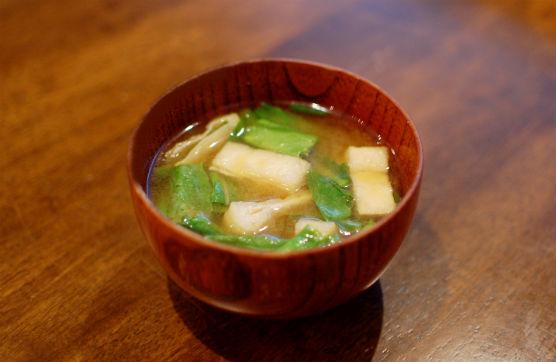 蕪の葉と油揚げの味噌汁