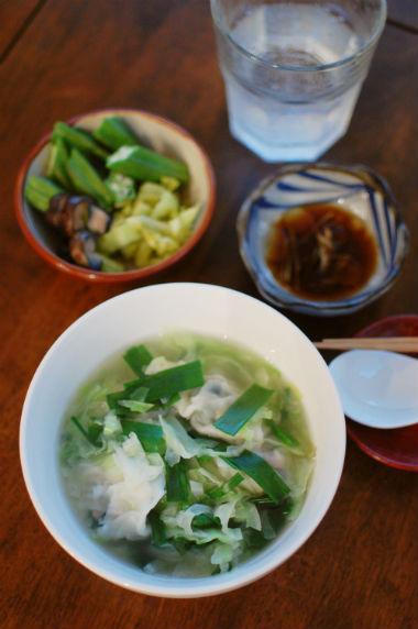 餃子入り野菜スープ