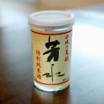徳島の酒 芳水 純米カップで晩酌 鮭とじゃがいものにんにく蒸し、ニラ納豆。