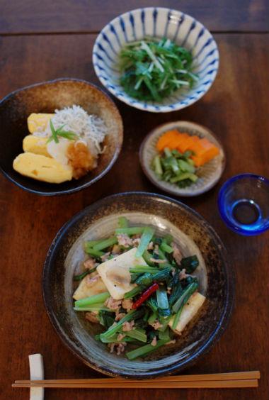 小松菜と豆腐の炒めもの、だし巻きしらすおろしで晩酌