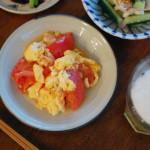 トマトと卵の炒めもの、おかひじきのスープ献立。