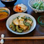 ゴーヤと厚揚げの黒酢炒め、水菜と干しあみえびの煮浸し献立。