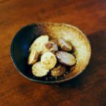 かぶと豚肉の梅炒め、小さい里芋の蒸し焼き献立。