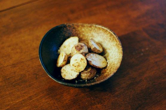 小さい里芋の蒸し焼き