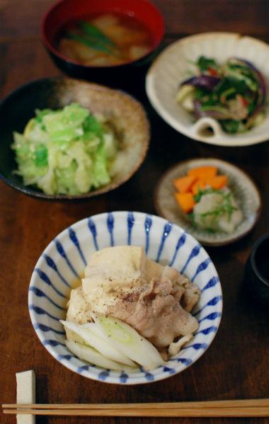 肉豆腐、なすとツナのサラダ献立