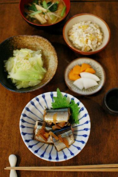 秋刀魚のしょうが煮、柿とくるみの白和え献立