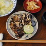 焼き舞茸、干しあみエビと白菜の煮もの。