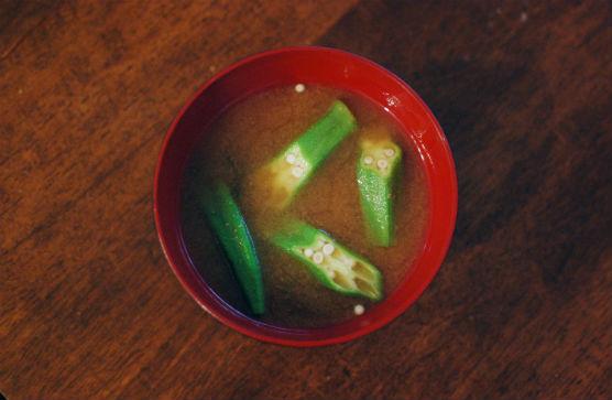 オクラとわかめの味噌汁