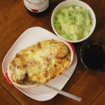 さつまいもときのこのグラタン、キャベツの温サラダで赤ワイン