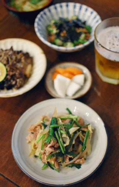 野菜の黒酢炒め、オクラ納豆で晩酌