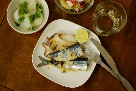 秋刀魚のハーブ蒸し焼き、タコのガリシア風