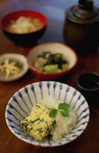 三つ葉と昆布の卵焼き、アボカド海苔和えで晩酌