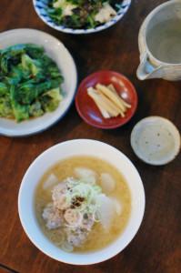 肉団子と大根の味噌汁、レタスの湯引き献立
