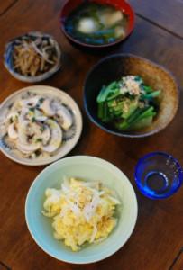 新玉ねぎの卵炒め、マッシュルームサラダ献立