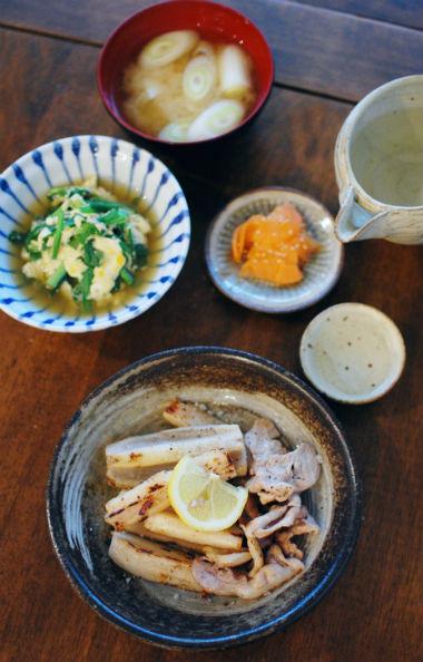 豚肉とれんこんの塩焼き、にらの卵とじ献立