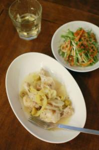 手羽元のレモン煮、水菜とにんじんのサラダで白ワイン