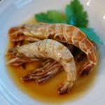 秋田の酒 うまからまんさく特別純米酒で贅沢晩酌 トマトと卵の炒めもの、ガサエビの紹興酒漬け。