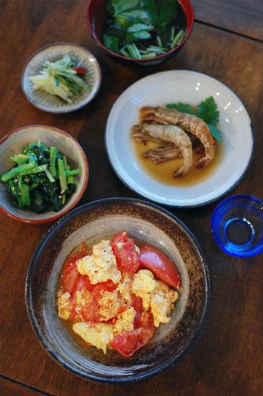 トマトと卵の炒めもの、ガサエビの紹興酒漬けで晩酌