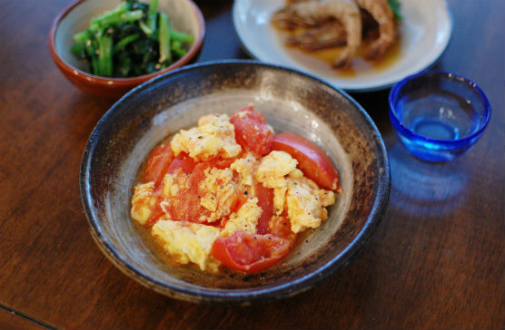 トマトと卵の炒めもの、ガサエビの紹興酒漬け献立