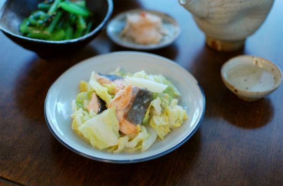 春キャベツと鮭のしょうが味噌炒め